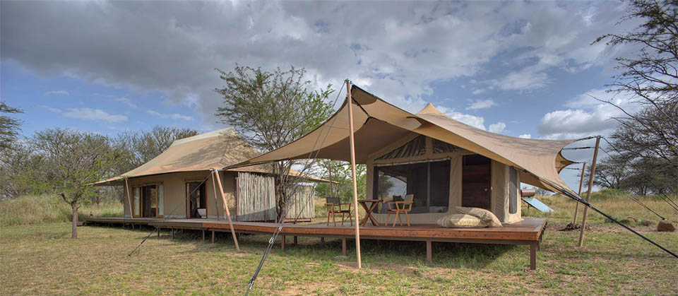 sayari camp family tent gives you easy access to the Mara River and multiple river crossing points in Serengeti national park