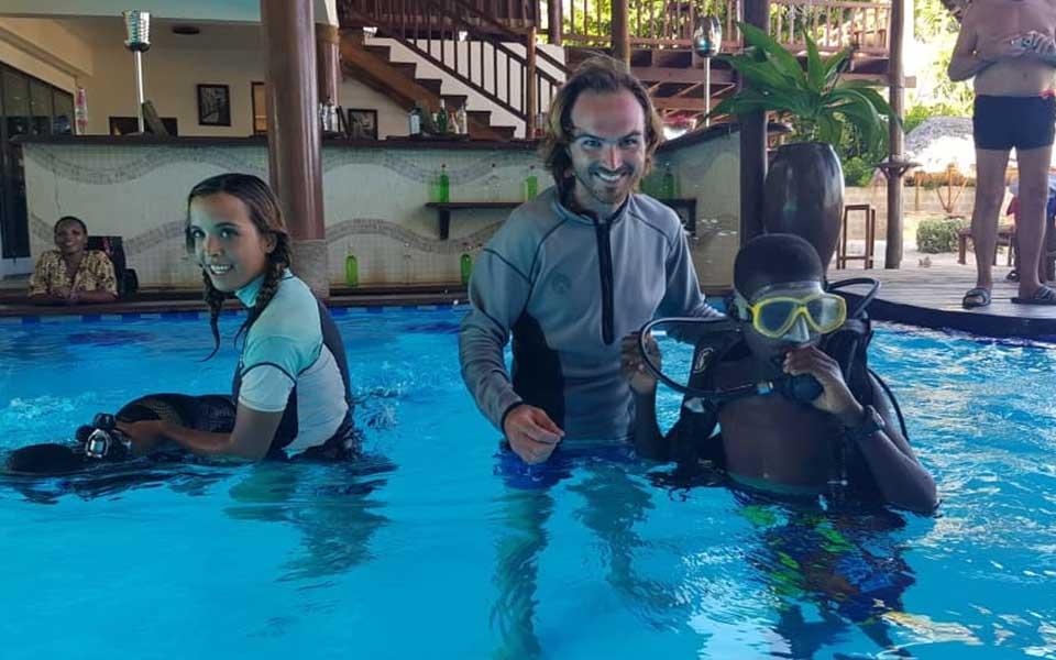 Twende baharini scuba diving lessons