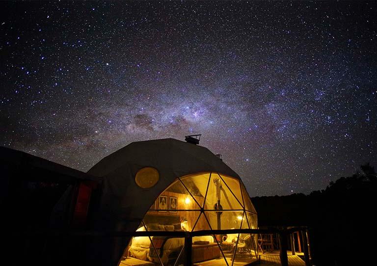 the-highlands-accommodation-tanzania-ngorongoro-crater-at-night