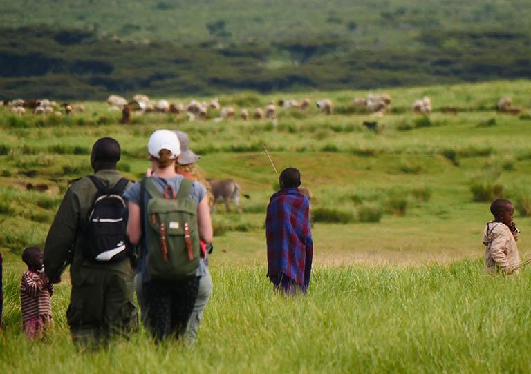 maasai-villages-herdsmen-red-shukas