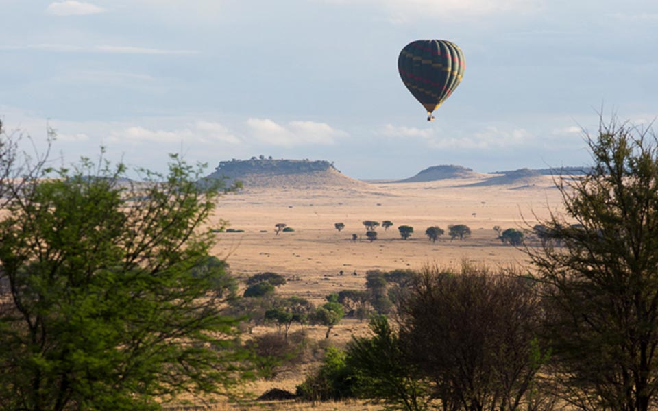 hot-air-balloon-safari-tanzania-serengeti-asilia-africa-slow-travel