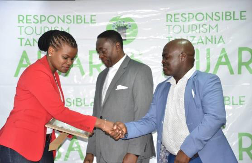 Doris accepting the Responsible Tourism Tanzania Award on behalf of our Positive Impacts.