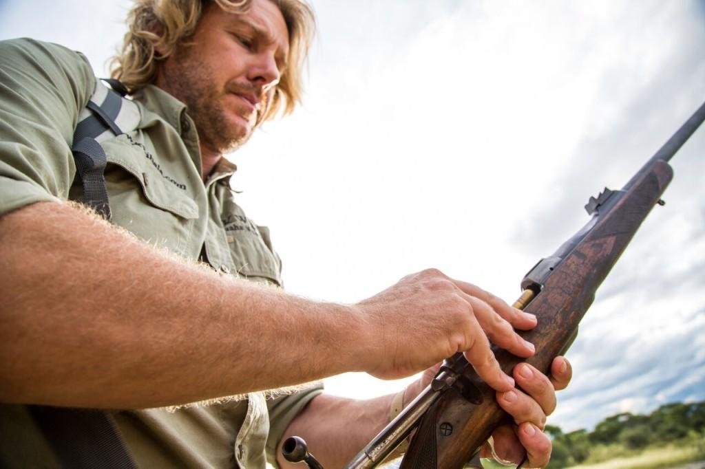 Walking Safari - Loading Gun